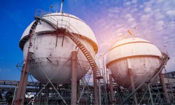 Industrial application of spherical storage tanks.
